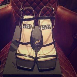Nine West Gabelle Black Leather Sandals NWB Size 6